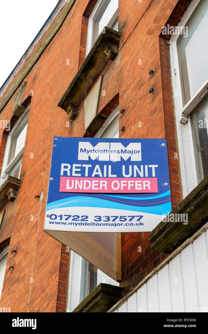 Retail unit under offer estate agents sign - Stock Image