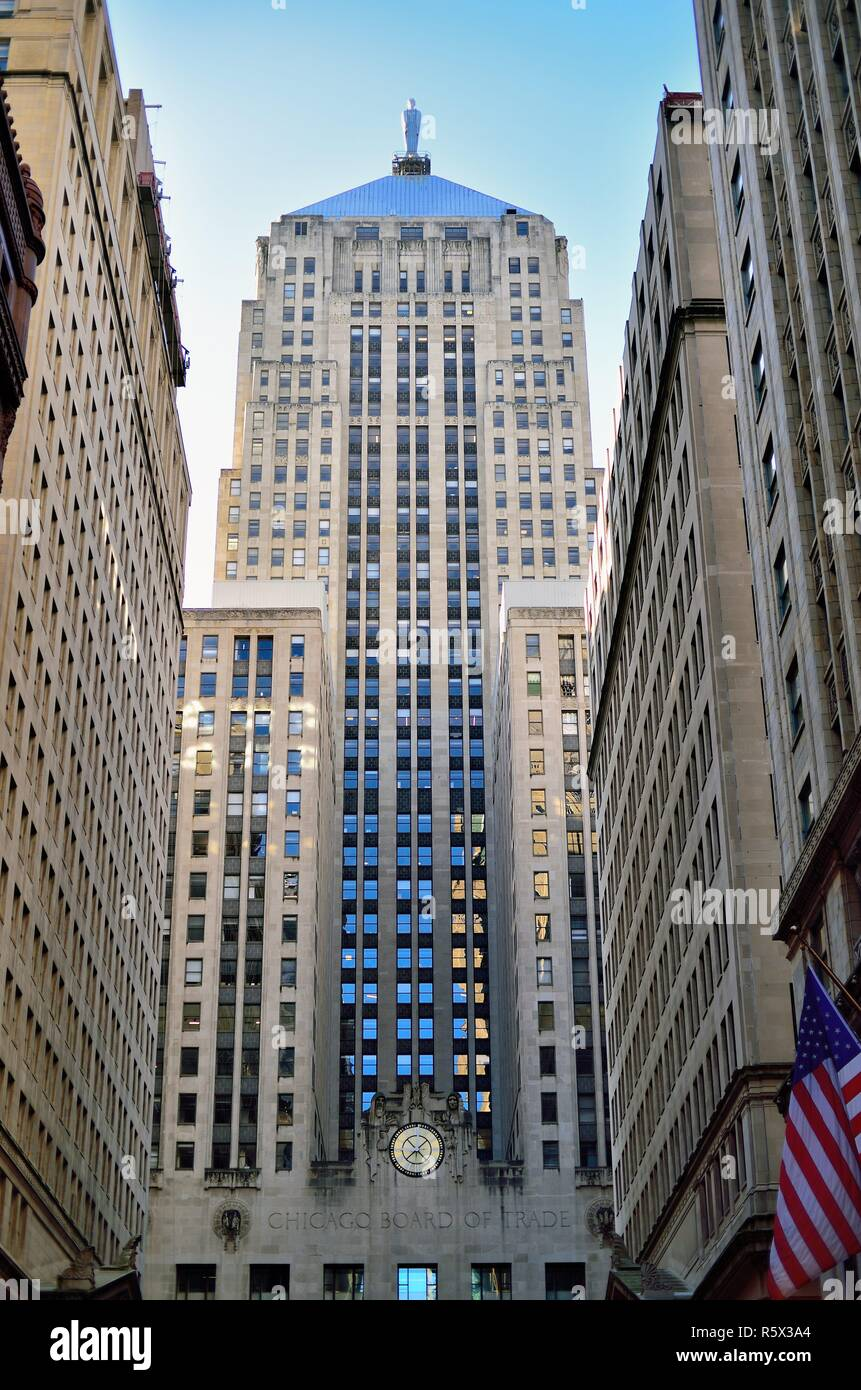 Chicago, Illinois, USA.  Chicago Board of Trade Building at the head of LaSalle Street and Chicago's financial district. - Stock Image