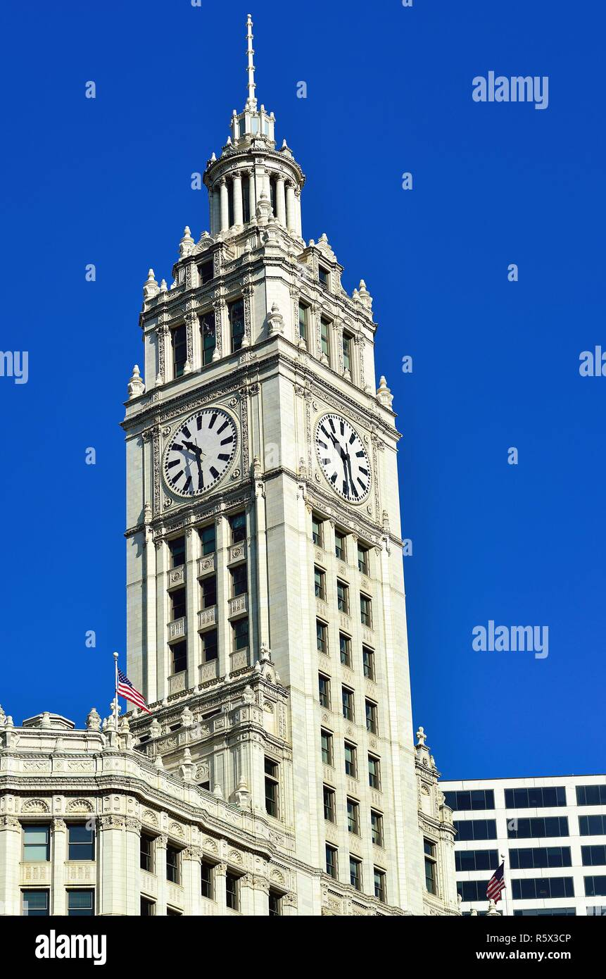 Chicago, Illinois, USA. The Wrigley Building with its distinctive clocktower sits on the north bank of the Chicago River. - Stock Image