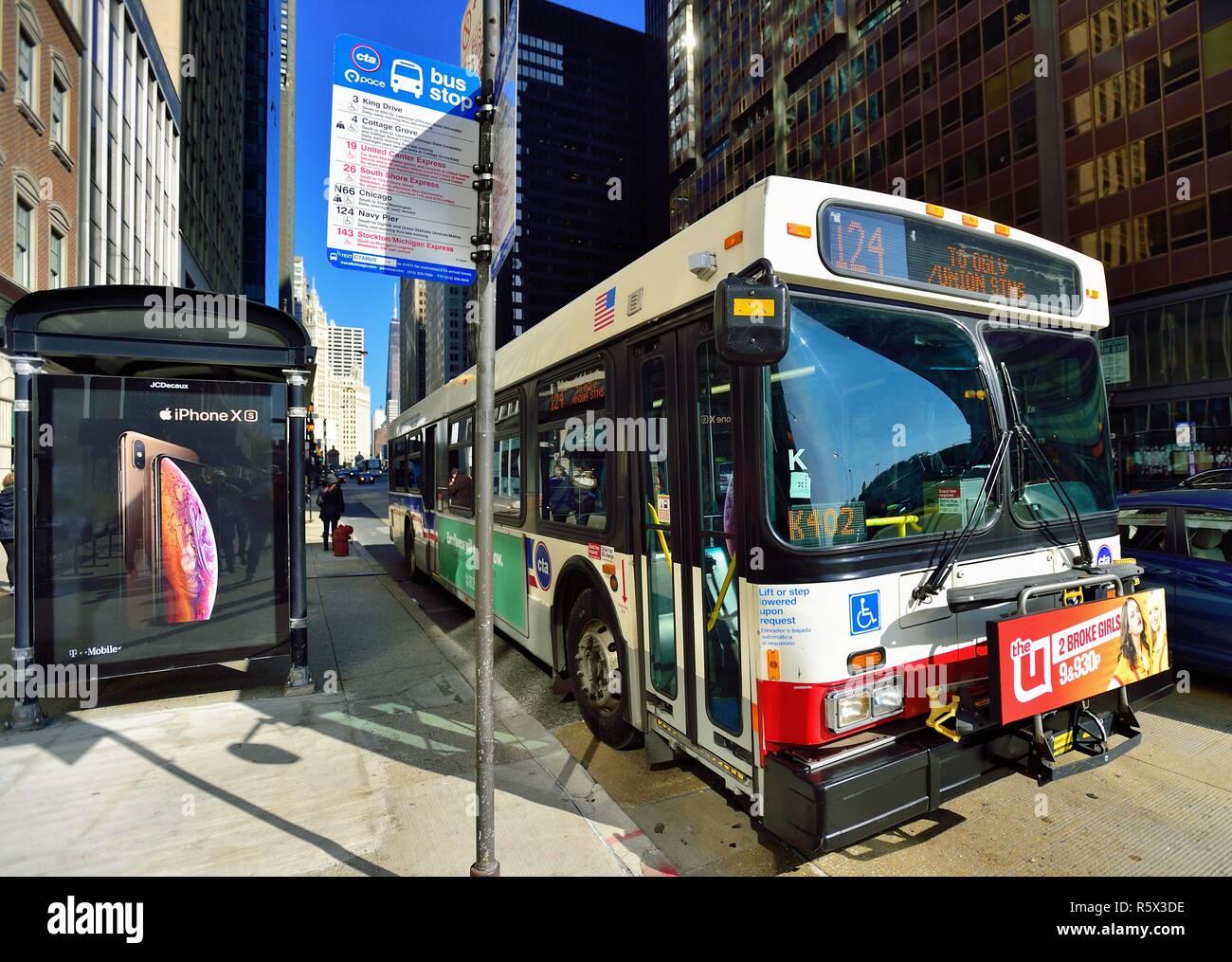Cta Bus Chicago Stock Photos & Cta Bus Chicago Stock Images