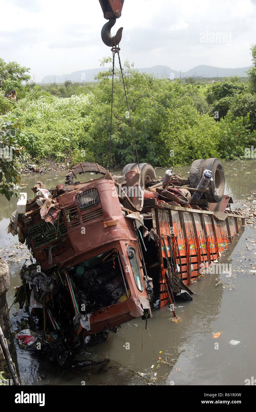 India Truck Accident Stock Photos & India Truck Accident