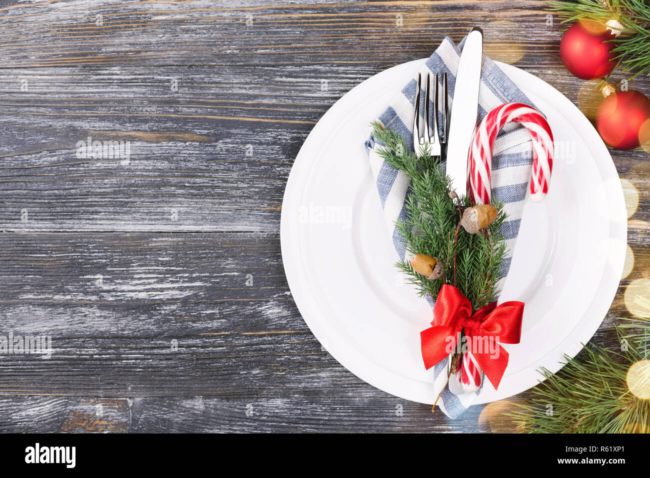 Lollipop Christmas Decorations.Christmas Setting Table With Candy Cane Lollipop Plates