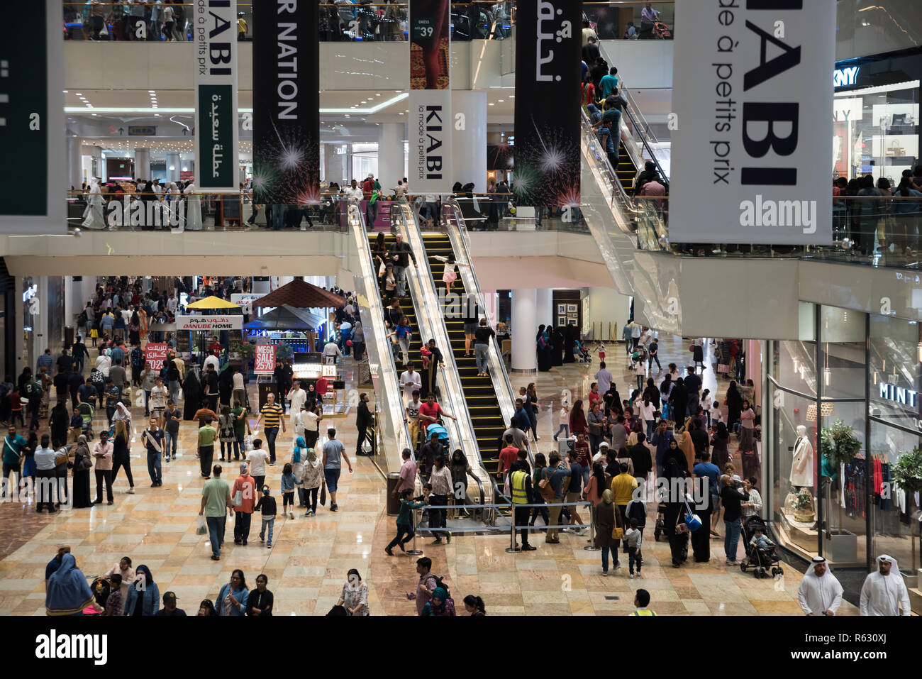 Dubai, UAE. December 2, 2018 - Dubai Festival City, Dubai, UAE: Crowed at Dubai Festival City Shopping Mall on the occasion of 47th UAE National Day. Credit: Fahd Khan/Alamy Live News Stock Photo