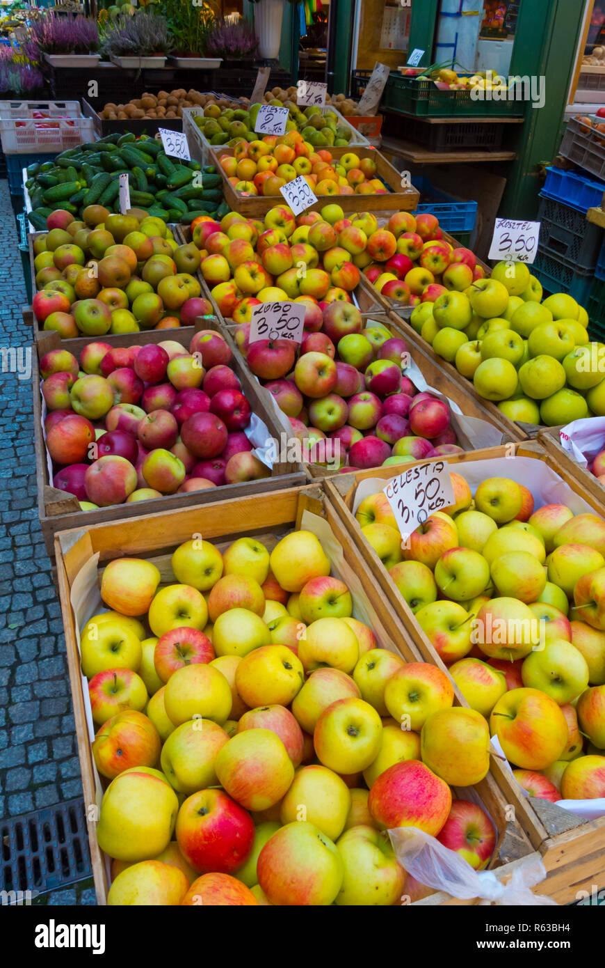 Apples, main outdoor market, outside Hala Targowa, Plac Dominikanski, Gdansk, Poland Stock Photo