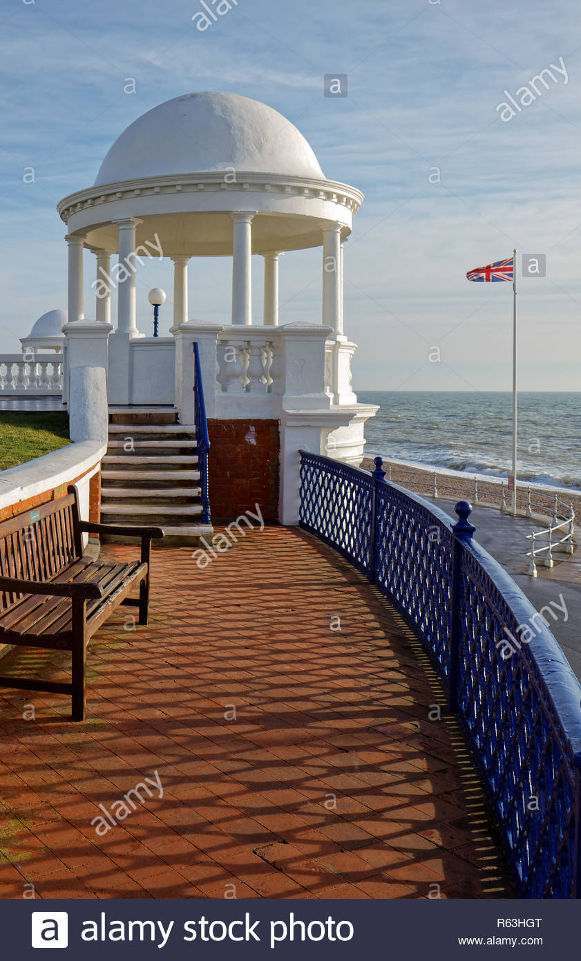 BEXHILL-ON-SEA, EAST SUSSEX/UK - JANUARY 11 : Colonnade in Grounds of De La Warr Pavilion in Bexhill-On-Sea on January 11, 2009 - Stock Image