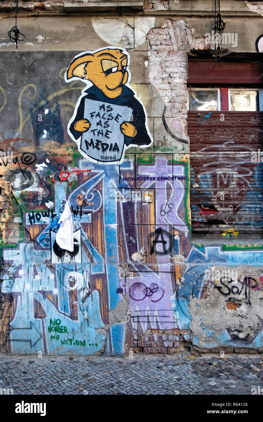 Berlin Mitte, Linienstrasse 206. Dilapidated Sqaut building covered in graffiti,street art and banners.Last squatters building in Mitte - Stock Image