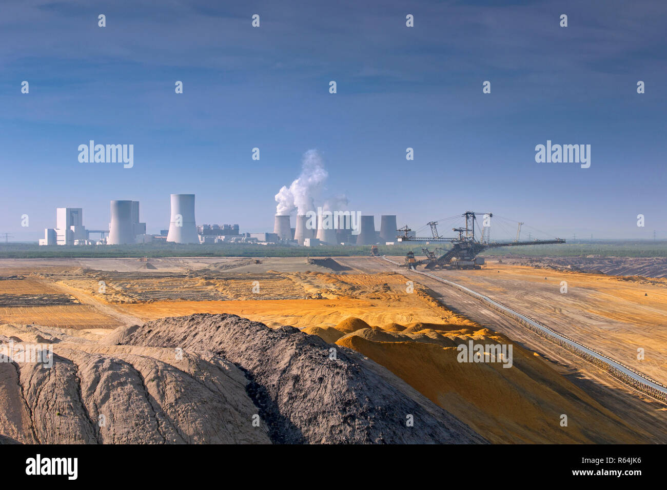 Boxberg Power Station / Kraftwerk Boxberg, lignite-fired power plant and Nochten opencast pit near Weißwasser / Weisswasser, Saxony, Eastern Germany Stock Photo
