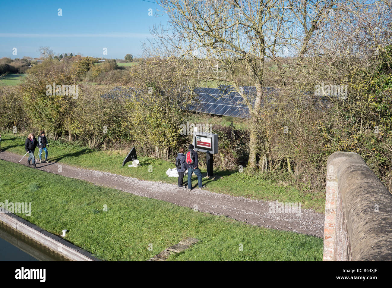 The tow path on the Kennet and Avon Canal near to Caen Hill lock flight. - Stock Image