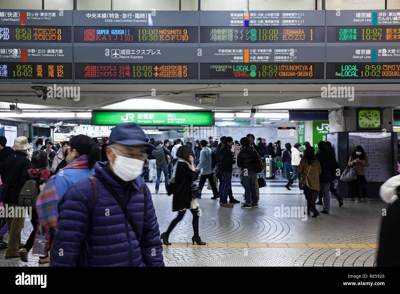 Der Bahnhof Shinjuku Station im Zentrum von Tokio - Stock Image
