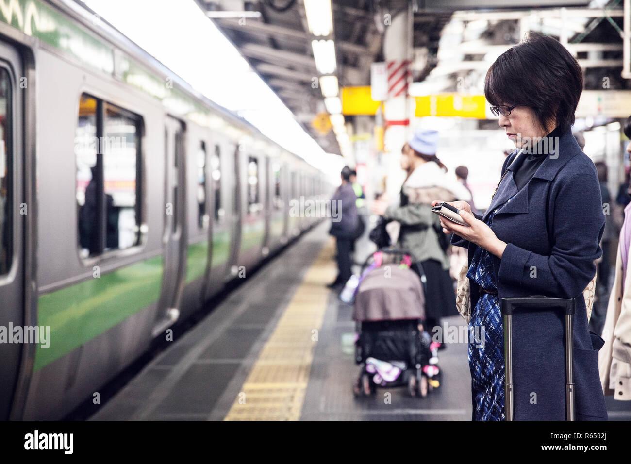 Der Bahnhof Shinjuku Station im Zentrum von Tokio Stock Photo