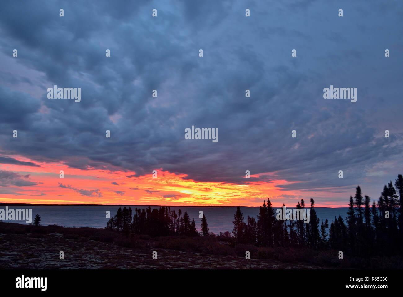 Sunrise skies over Ennadai Lake, Arctic Haven Lodge, Nunavut Territory, Canada - Stock Image
