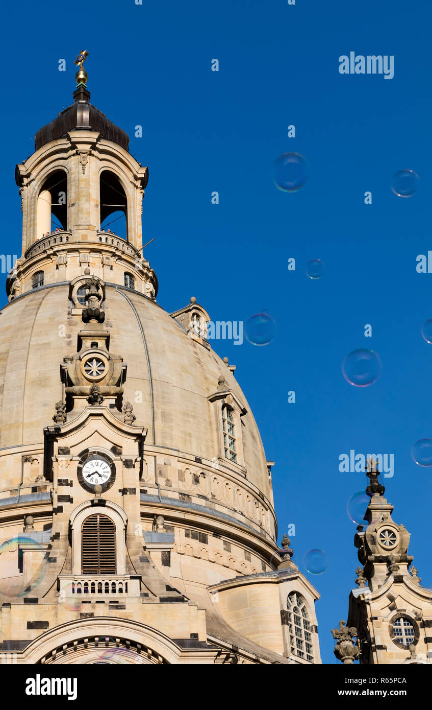 soap bubbles in front of the dome of the frauenkirche - Stock Image