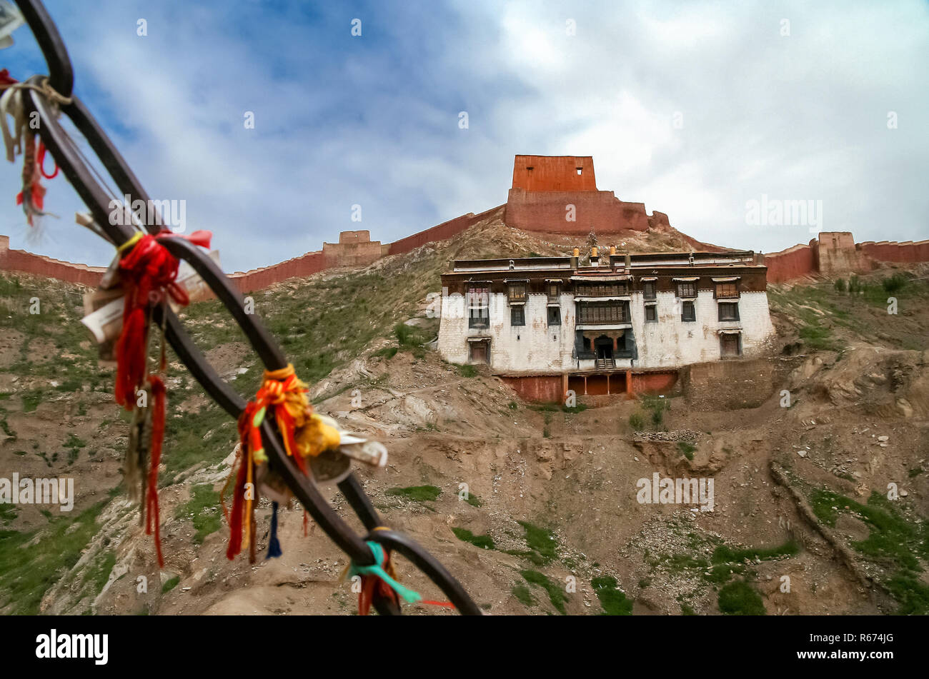 View of the monastery building in Gyantse - Stock Image
