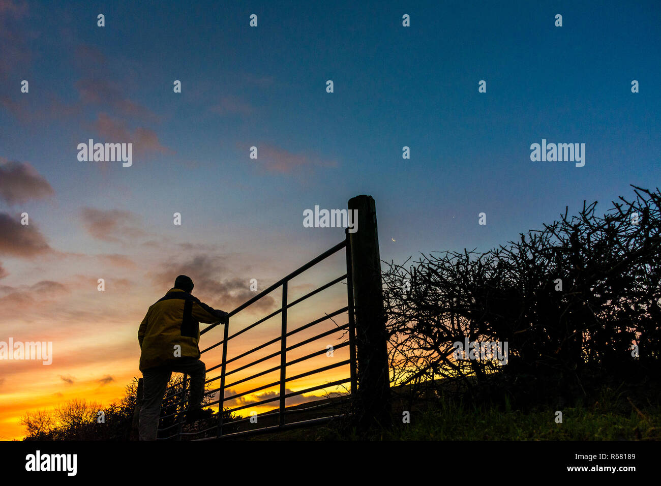 Ardara, County Donegal, Ireland. 4th December 2018. Sunrise on a cold winter's morning after overnight rainfall. Credit: Richard Wayman/Alamy Live News - Stock Image