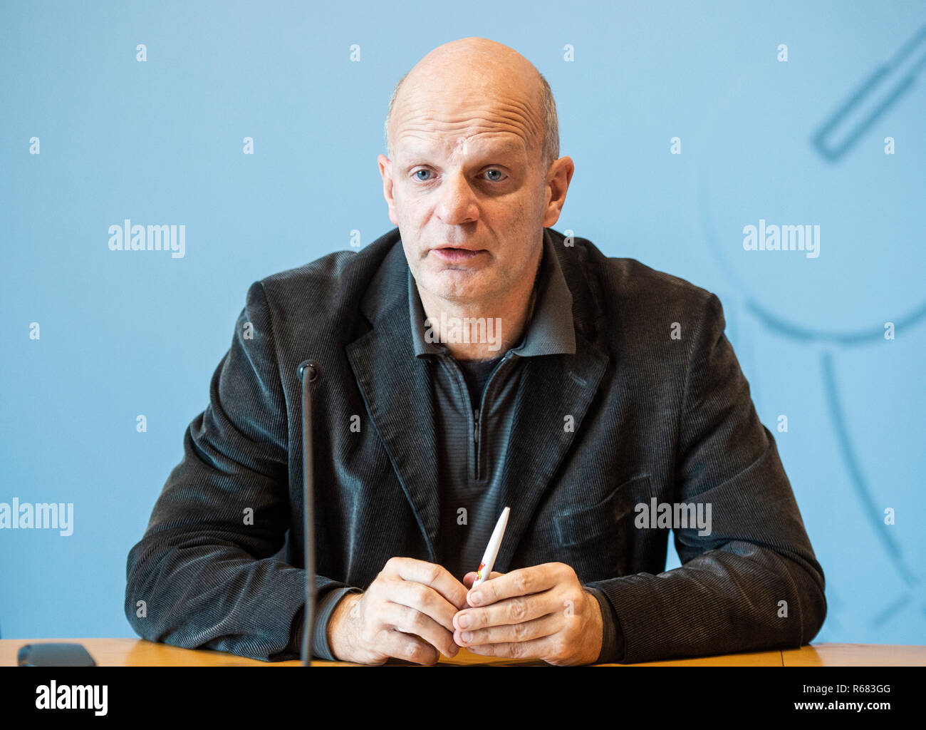 Düsseldorf, Germany. 4th Dec 2018. Stefan Zimkeit (SPD), member of North Rhine-Westphalia's state parliament, will speak at an SPD press conference on the 2019 budget. Photo: Christophe Gateau/dpa Credit: dpa picture alliance/Alamy Live News - Stock Image