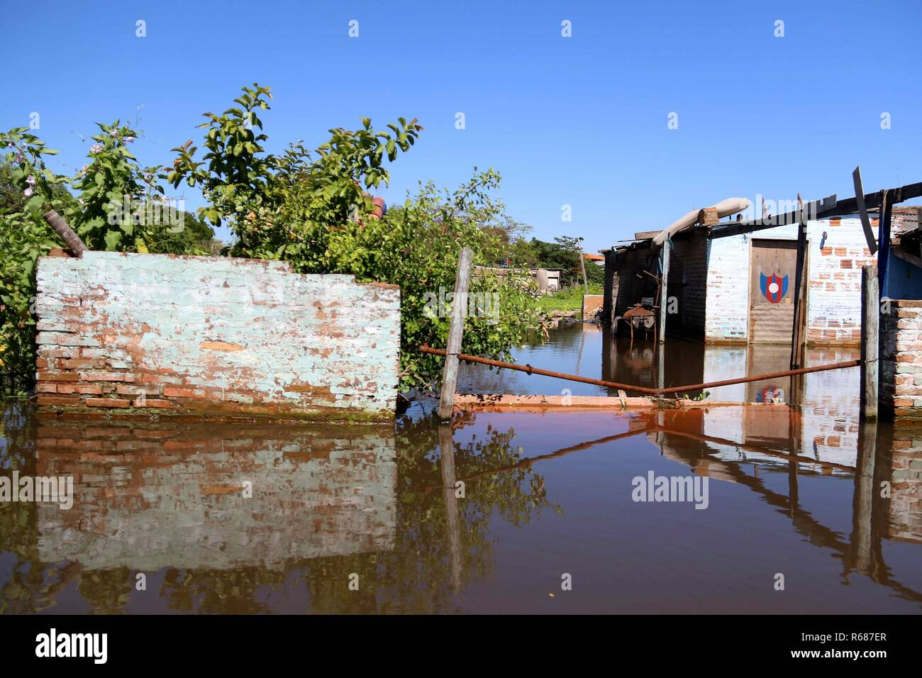 Asuncion, Paraguay. 04th Dec, 2018. A view of a house on a flooded street, in Asuncion, Paraguay, 04 December 2018. Numerous inhabitants of the neighborhood known as 'Banado Sur' are forced to live in unhygienic conditions due to the stagnant water of the floods caused by the rise of the Paraguay river, which have forced 7,500 families to evacuate their homes. Credit: Andres Cristaldo/EFE/Alamy Live News - Stock Image
