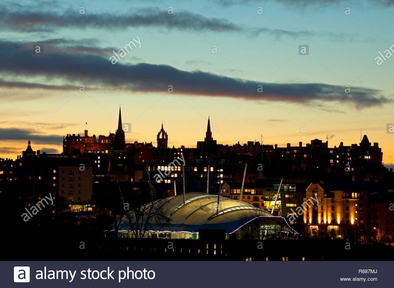 Edinburgh, Scotland, UK. 4th December 2018. Weather, sunset over the city centre of the Scottish capital with chilly temperature of 3 degrees expected to drop to minus one overnight, Dynamic Earth in the foreground and the castle, Hub and St Giles Cathedral in the background. Stock Photo