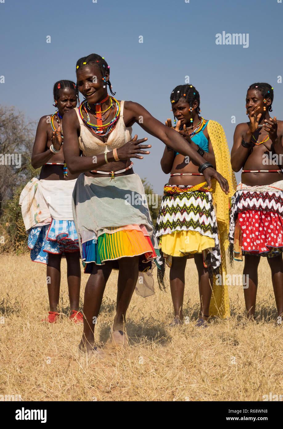 Mudimba tribe women dancing, Cunene Province, Cahama, Angola - Stock Image