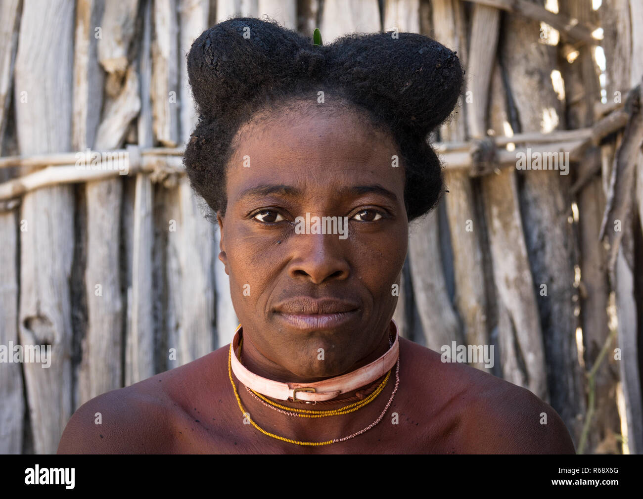 Nguendelengo tribe woman with the traditional hairstyle, Namibe Province, Capangombe, Angola - Stock Image