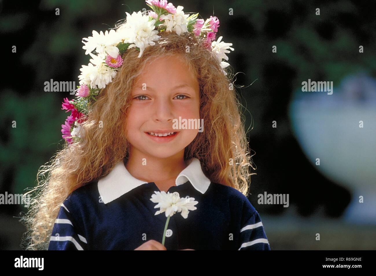 portrait, outdoor, maedchen, 6 jahre alt, bekleidet mit blau