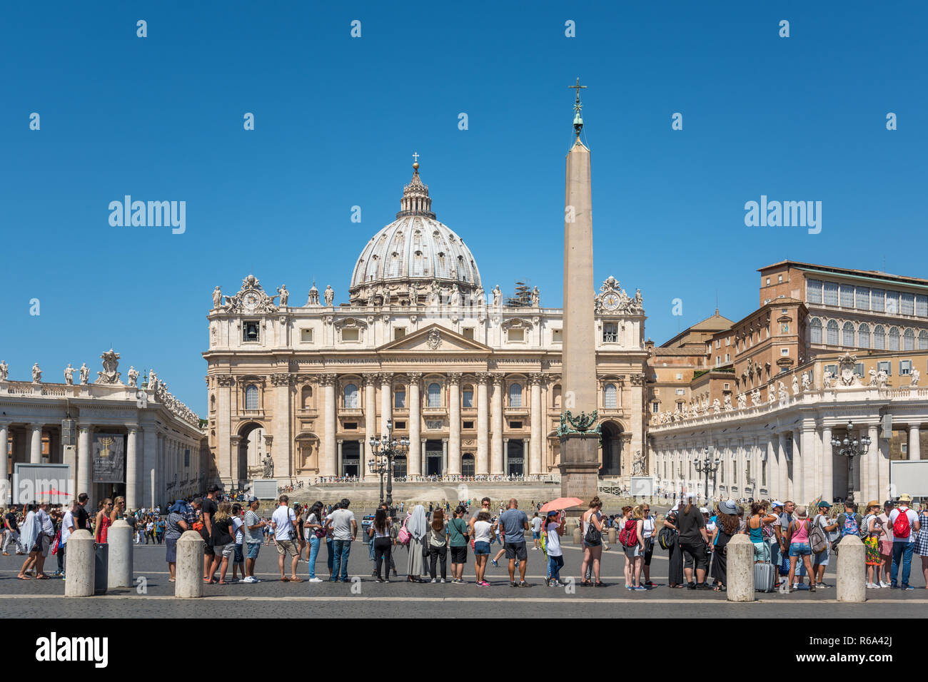 St. Peter's Basilica & long queue of tourists, Vatican City, Rome, Italy - Stock Image