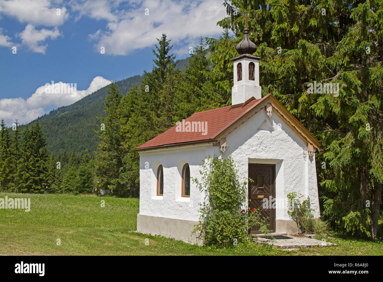 Idyllic Small Chapel In Ursprungs Valley South Of Bayrischzell - Stock Image