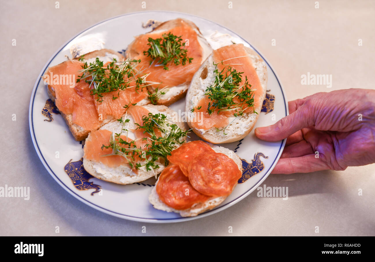 Plate, bread and butter, salmon, Teller, Butterbrote, Lachs - Stock Image
