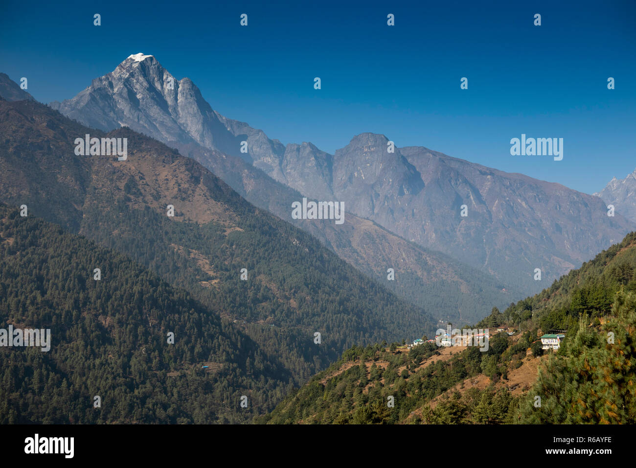 Nepal, Lukla, Chheplung, Mt Solu Khumbu above Dudh Khosi Valley at start of Everest Base Camp Trek - Stock Image