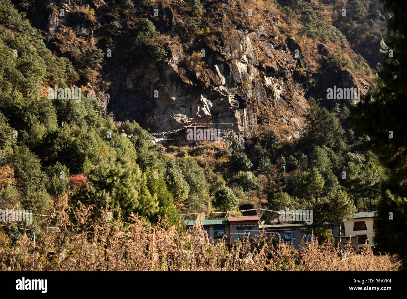 Nepal, Lukla, Chheplung, Rangdo Gompa, rock wall monastery located high on Cliffside at 2660m - Stock Image