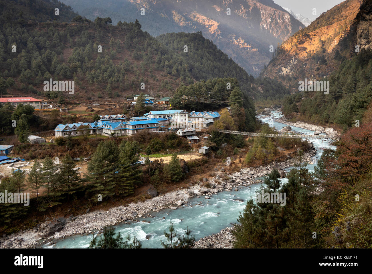 Nepal, Phakding, lodges by bridge to east side of Dudh Kosi River, late afternoon - Stock Image
