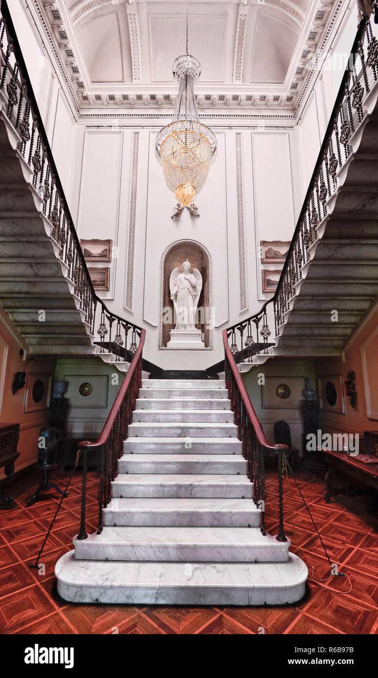 Ireland, County Mayo, Westport House, 17th century former ancestral home of the Browne family, Front hall with Barrel ceiling by Richard Cassels and Italian marble staircase by  Georges Wilkinson. - Stock Image