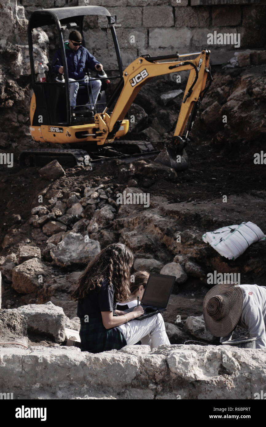Caesarea, Israel. 3rd December, 2018. Laptop computers and excavators take part in excavation and conservation efforts on a sacred compound built by H - Stock Image