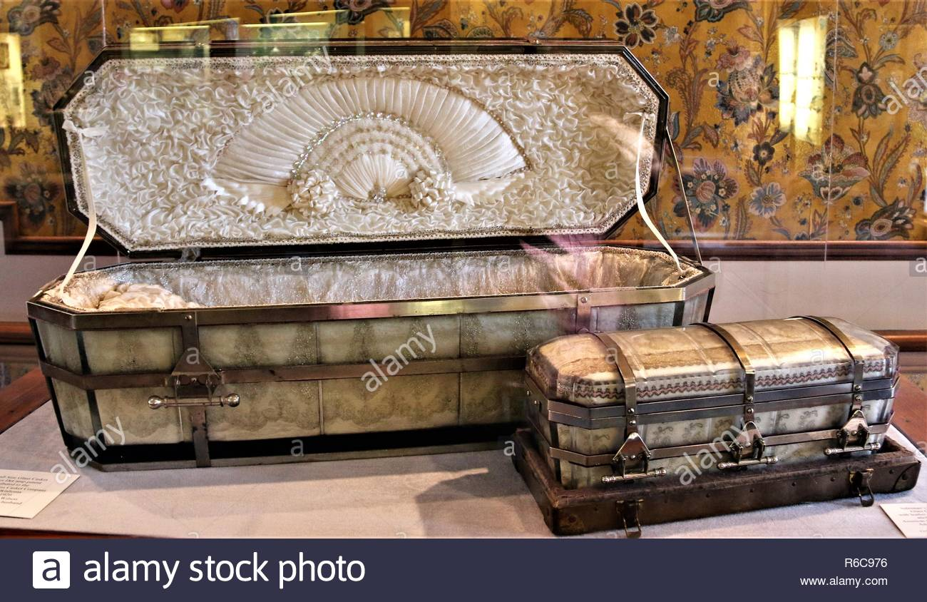 Glass Coffin Stock Photos & Glass Coffin Stock Images - Alamy
