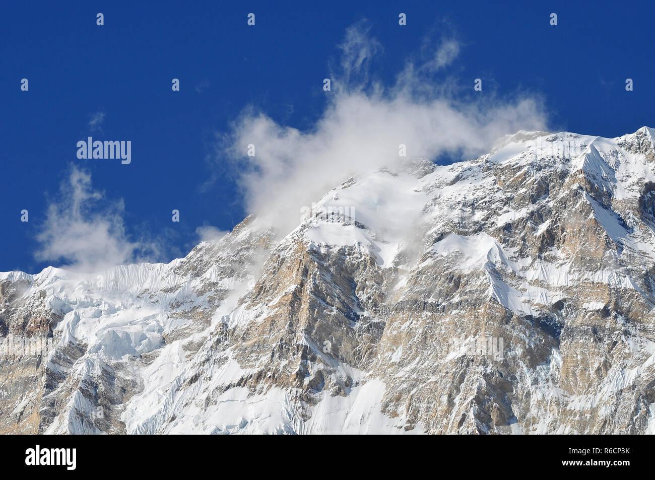 Nepal, Annapurna Conservation Area, Singu Chuli (Fluted Peak) One Of The Trekking Peaks In The Nepali Himalaya Range The Peak Is Located Just West Of  Stock Photo