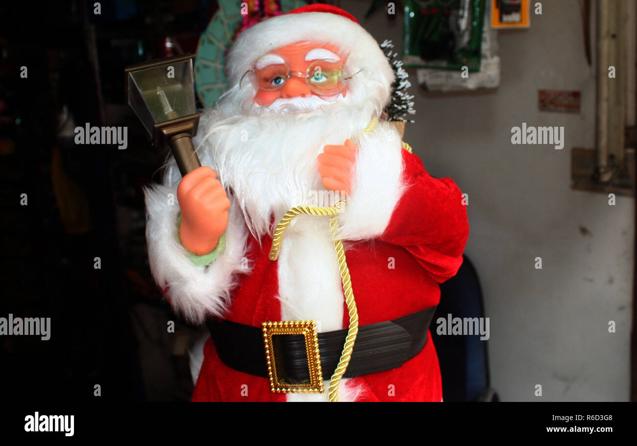 Srinagar, Kashmir. 5th Dec 2018. A Santa Claus display at shop ahead of Christmas.Christmas is being celebrated with religious fervor across Jammu and Kashmir on Tuesday 25th December. Churches across the Valley are decorated with buntings and lights.  Christmas is celebrated as commemoration of the birth of Jesus Christ universally by the Christian community Credit: sofi suhail/Alamy Live News - Stock Image