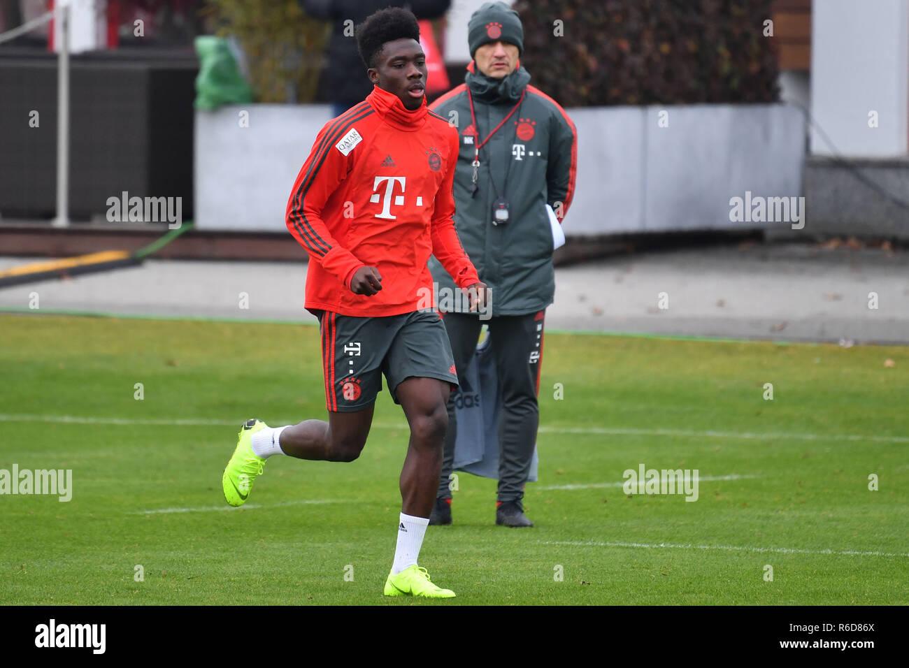 official photos 8f53b e2dbe Munich, Germany. 05th Dec, 2018. Alphonso Davies (FCB ...