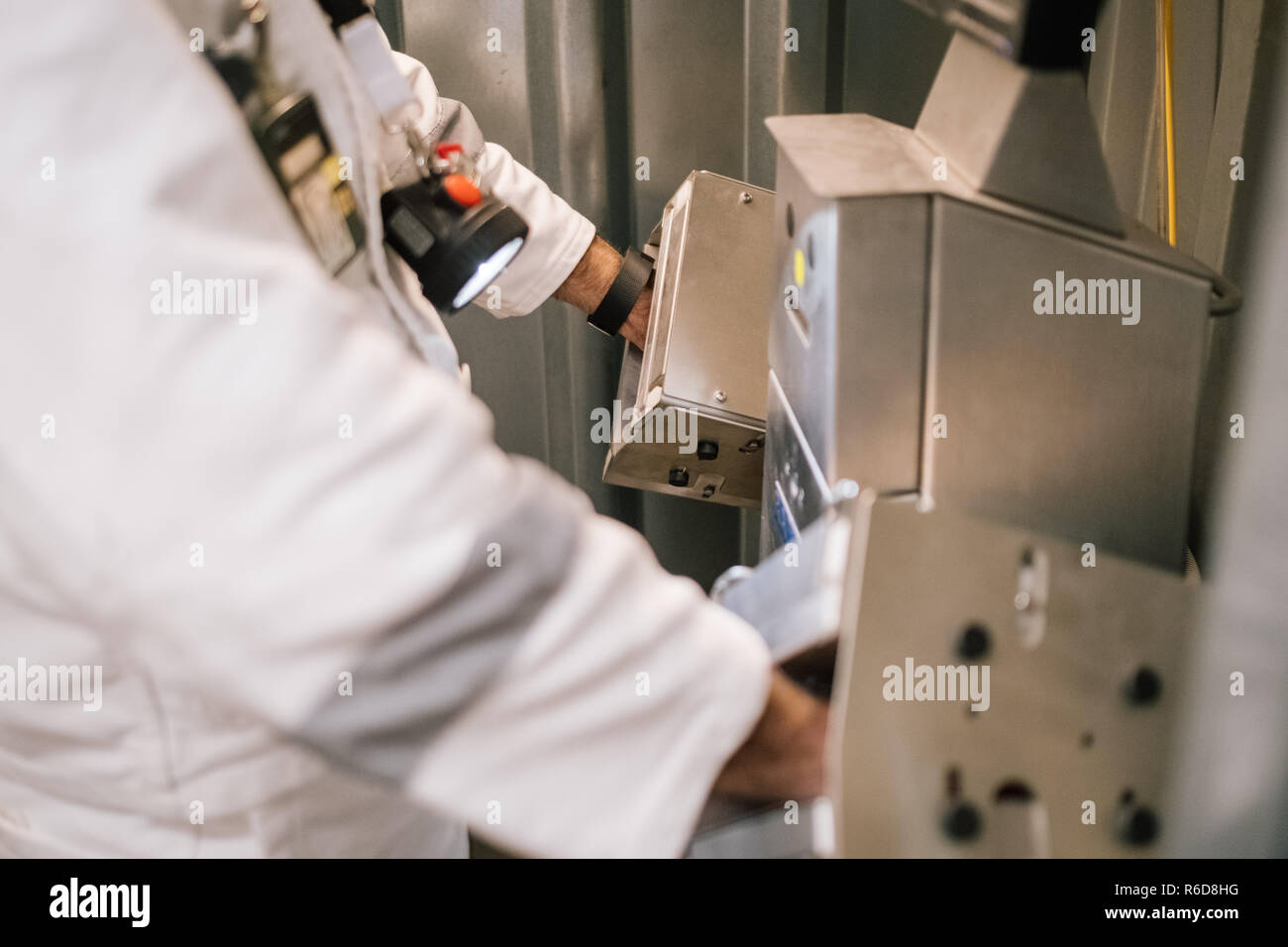 Remmlingen, Germany. 05th Dec, 2018. A man measures his dose of radiation in a hand-foot countermeasure of the Asse mine. It will be at least until 2033 before the first nuclear waste is removed from the Asse. Credit: Ole Spata/dpa/Alamy Live News Stock Photo