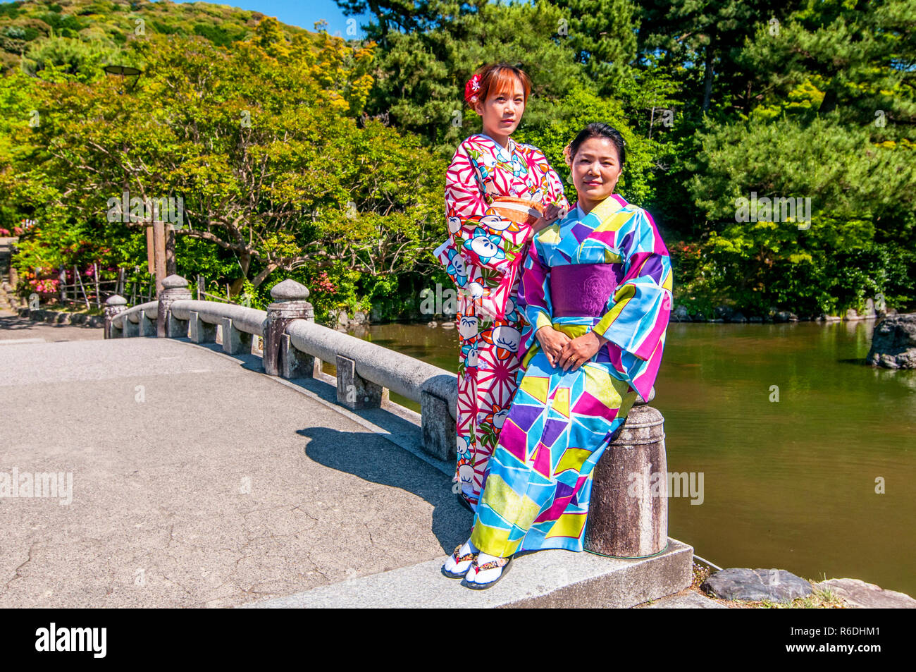 Japanese Girls With Japanese Traditional Suit (Yukata) Are Walking In The Maruyama Park Located Nearby Yasaka Shrine, Kyoto, Japan - Stock Image