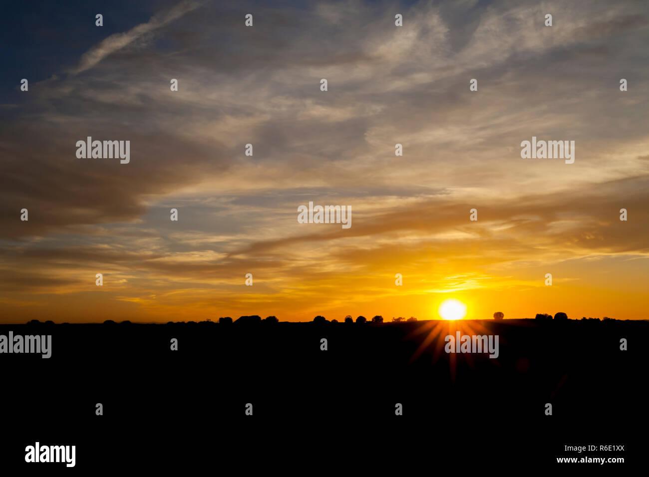 Golden sunset with starburst - Stock Image