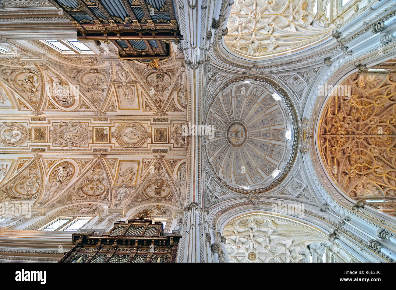 Mezquita Cathedral Interior, Ribbed Vaulted Ceilings And Dome Of The Transept In Cordoba, Spain - Stock Image