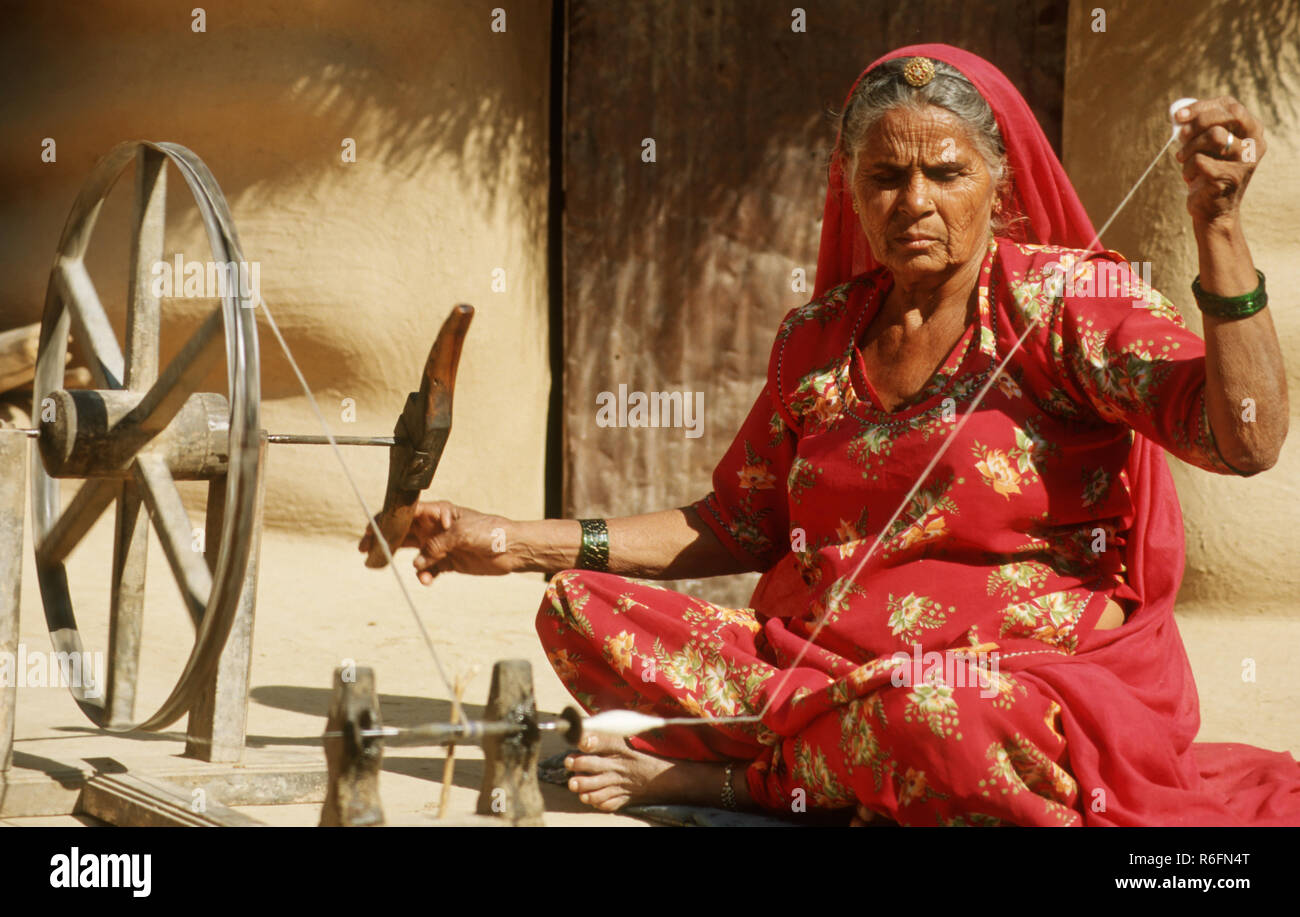woman weaving cloth with spinning wheel, rajasthan, india Stock ...