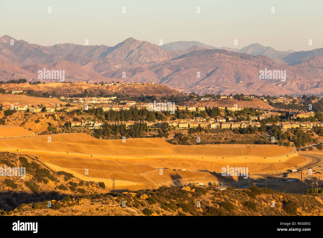 Late afternoon view of Porter Ranch hillside home construction with the San Gabriel Mountains in the background.  Shot taken in the north San Fernando - Stock Image