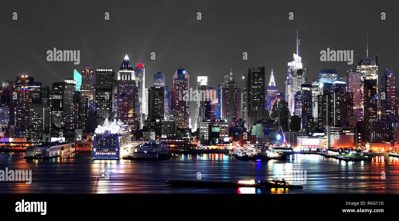 new york city manhattan. horizon at night - Stock Image