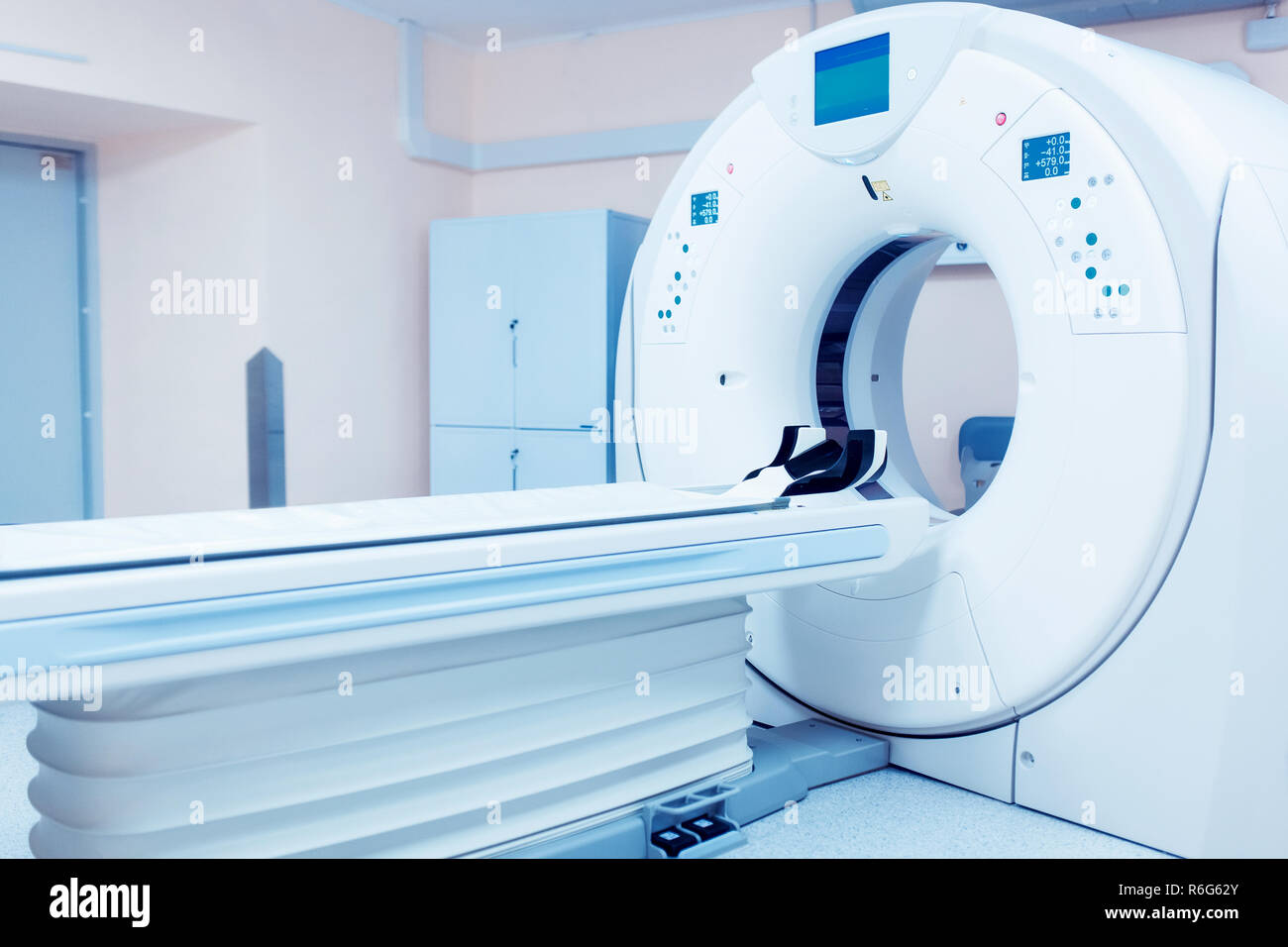 CT (Computed tomography) scanner in hospital laboratory. - Stock Image