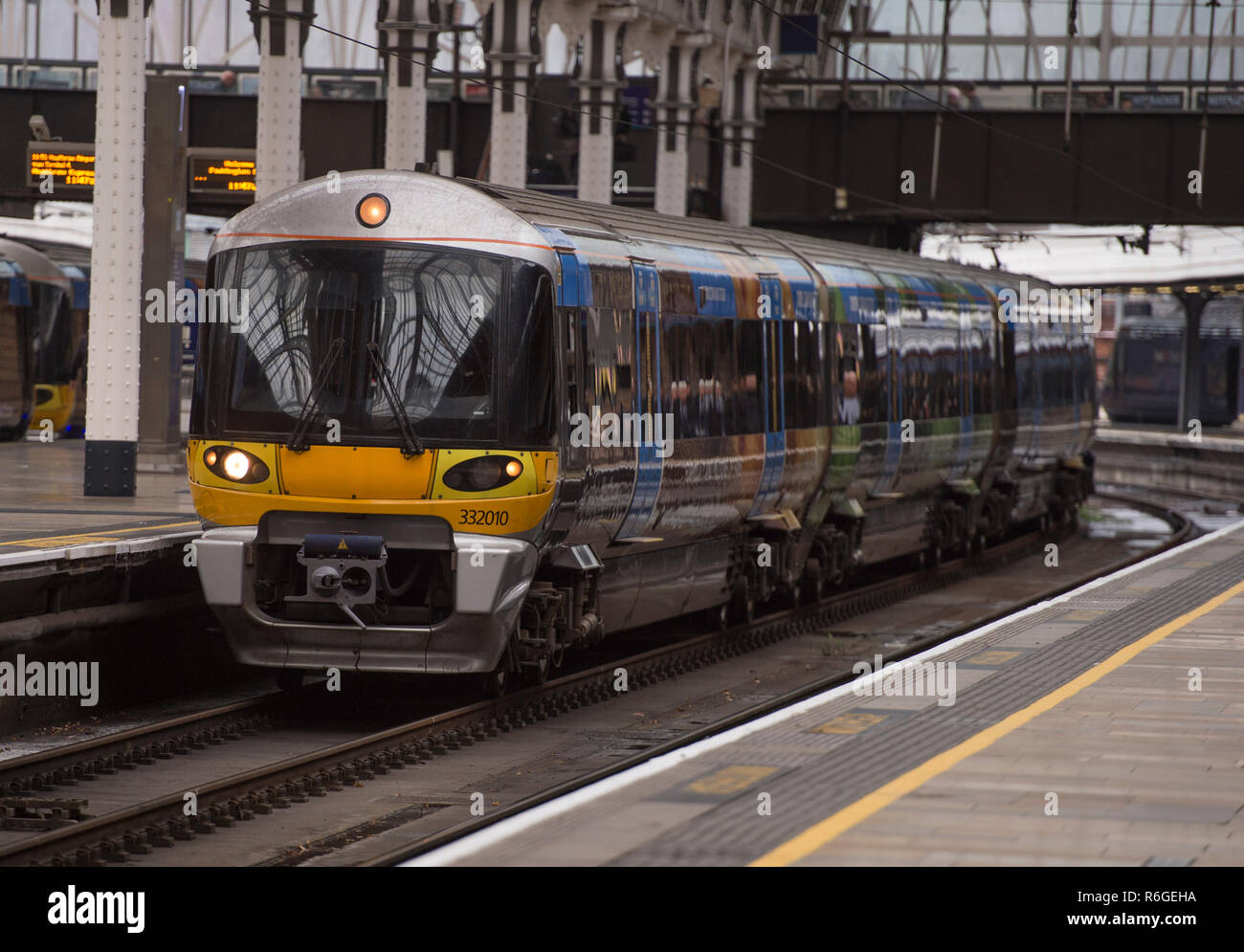 December 2018. Heathrow Express British Rail Class 332 electric multiple unit 332010 arriving at Paddington Station, London, UK. - Stock Image