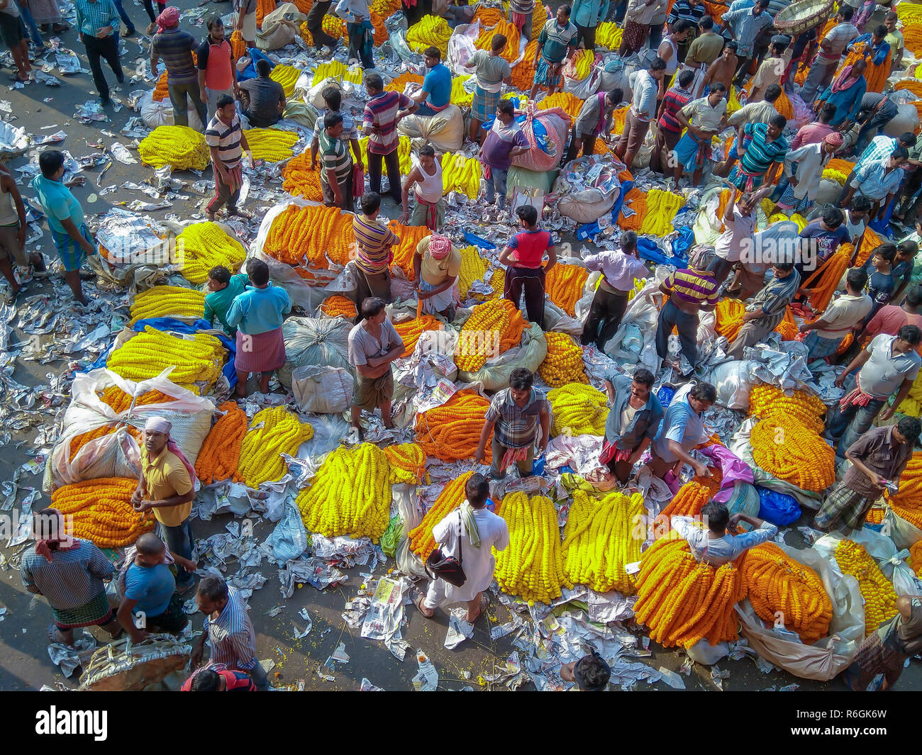CALCUTTA, KOLKATA, INDIA - NOVEMBER 04, 2018: People buying and selling flowers and garlands at the flower market near mullick ghat on November 04, 20 - Stock Image