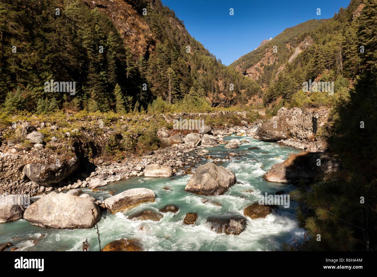 Nepal, Larja Dobhan, fast flowing Dudh Khosi river beside Everest Base Camp Trek path - Stock Image