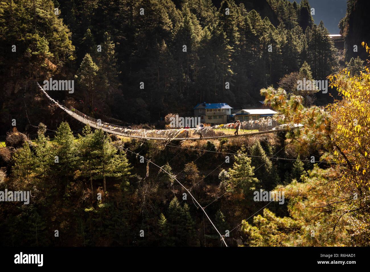Nepal, Jorsale (Thumbug), suspension bridge to Monjo over Dudh Khosi river - Stock Image