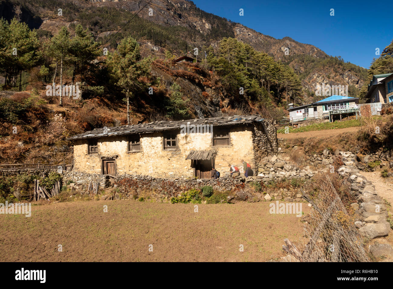 Nepal, Monju, (Manjo) traditional unmodernised old house with wooden roof at edge of village - Stock Image