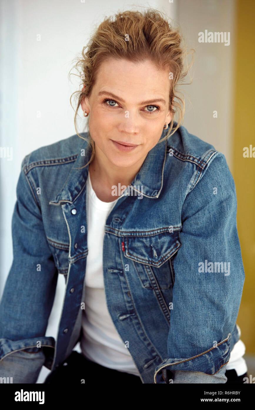 Ane Dahl Torp Uro - NO 2006 [720p [butt] new pics